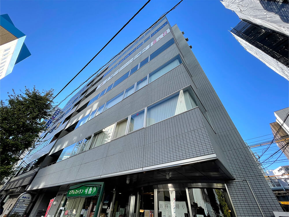 横浜東口ウィスポートビルの外観写真